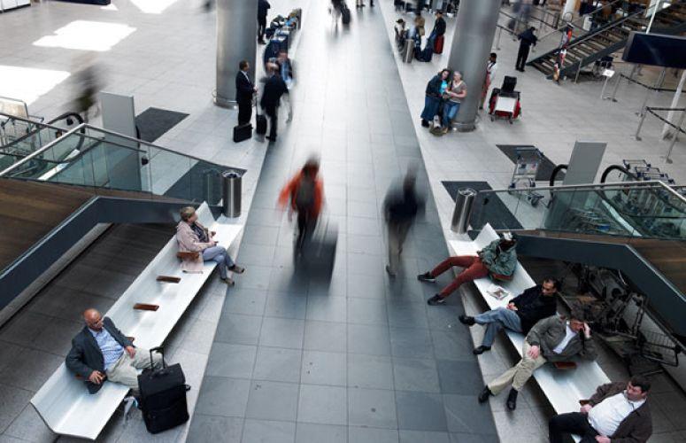 Aeropuerto de Copenhague (Dinamarca).Banco de Aluminio Aero.