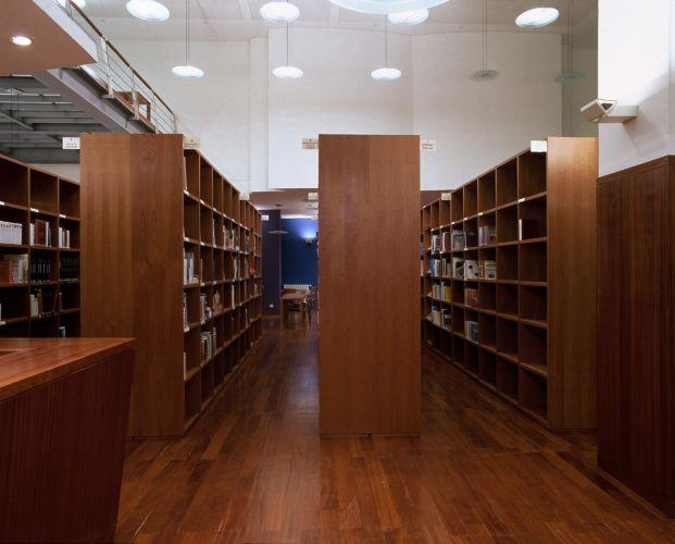 Mobiliario para bibliotecas for Dimensiones de mobiliario
