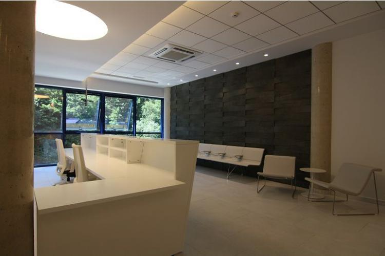 Osteopathy Clinic, Pamplona(Spain). JAKIN reception desk, BACK lounge chair and AERO Bench