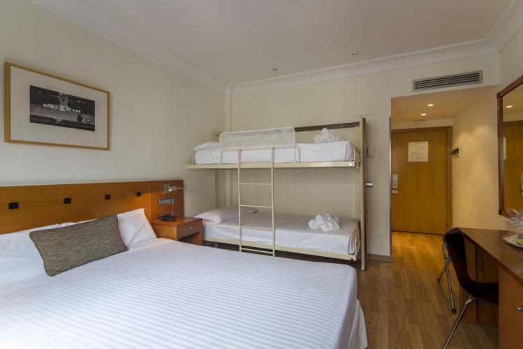 Camas abatibles y muebles para dormitorios de hotel sellex - Camas literas plegables ...