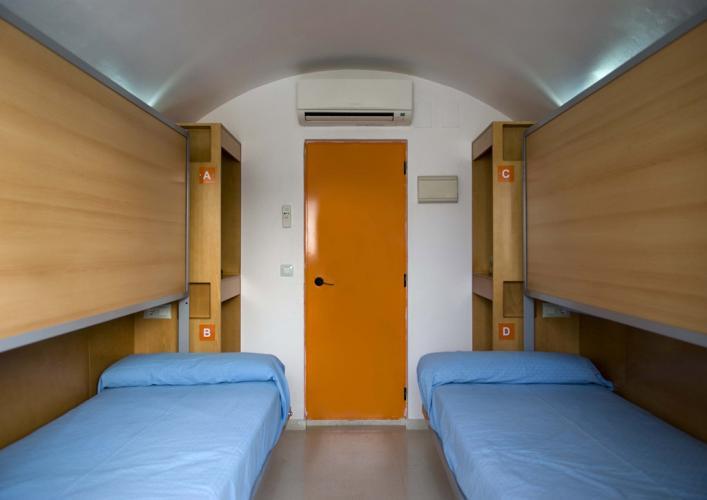 Etagenbetten Für Jugendherbergen : Etagenbetten in einer jugendherberge prag stockfoto bild