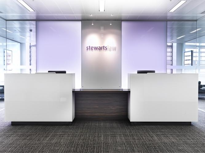 Stewarts Law Offices, Londres (Royaume Uni). Etagères Kubrik.