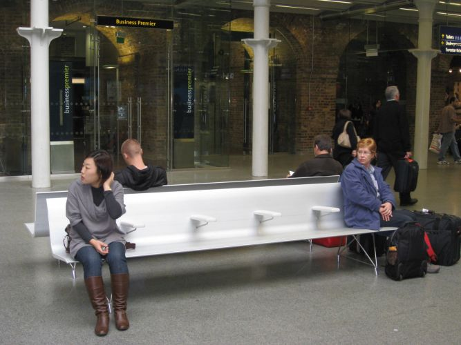 St. Pancras international station, London (UK). AERO aluminium bench.