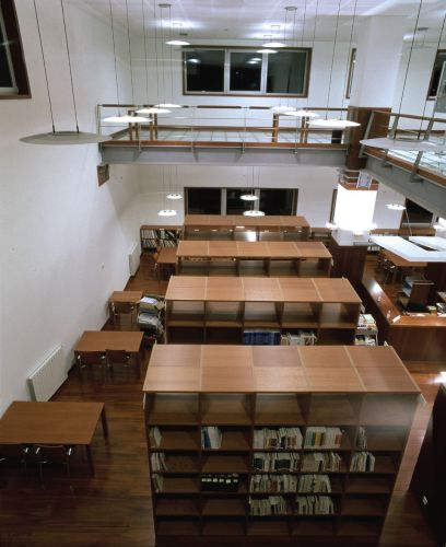 Library at Port University (Portugal). JAKIN shelving-system.