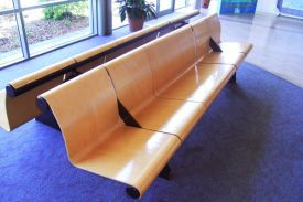 Queensland airport (Australia). VACANTE bench.