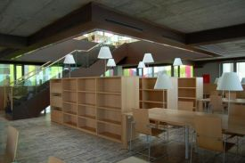 Library at Río Hortega Hospital, Valladolid (Spain). JAKIN Shelving units & HAMMOK chairs