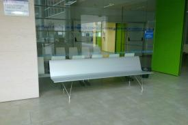 Río Carrión Hospital, Palencia (Spain). AERO aluminium bench
