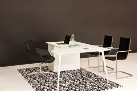 Showroom UFL (Nouvelle Zélande). Table FLY.