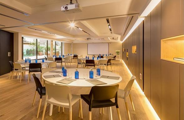 Round folding table FAST, Ohla Eixample Hotel