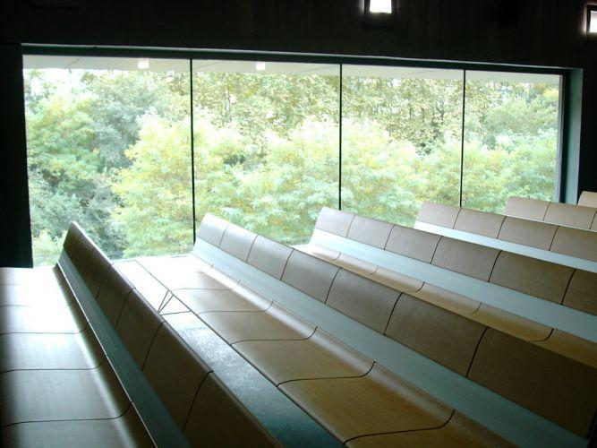 Bancs AERO dans la Chapelle du Funérarium à Girona