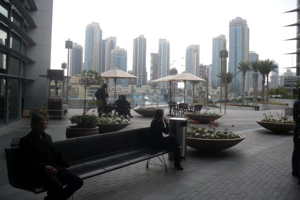 Banco de aluminio AERO en el centro comercial Dubai Mall