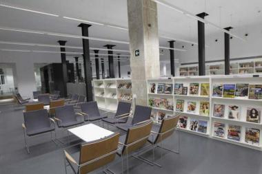 Chairs, lounge chairs and shelving units in the rooms of libraries