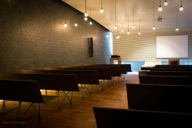 AERO Benches in Compact at Funeral House´s Chapel