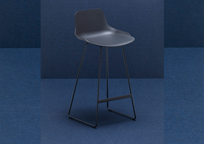 SET SLED BASE Stool 100/100 a 100% recycled and 100% recyclable polypropylene shel
