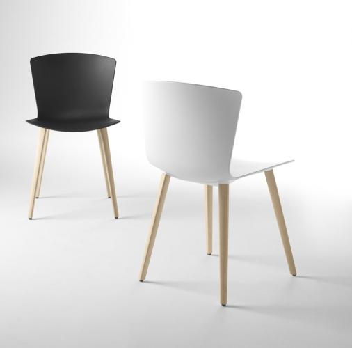 SLAM Chair with wooden legs