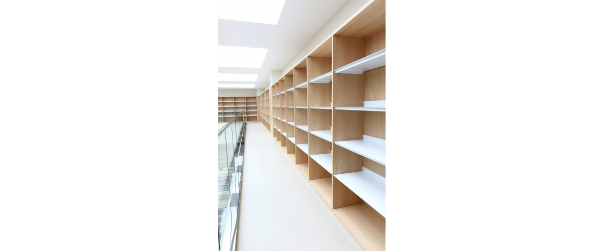 Library at LA FE Hospital, Valence (Spain). JAKIN Shelving system