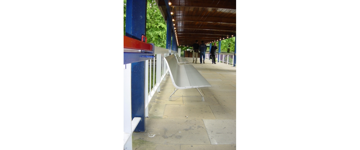 Common Wealth, London (UK). AERO aluminium bench.