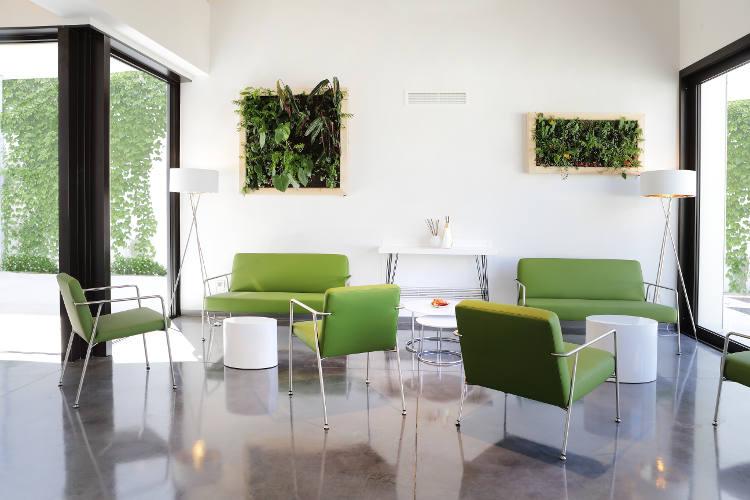 Sessel, Bänke und Stühle von Sellex im Bestattungsinstitut Santinello