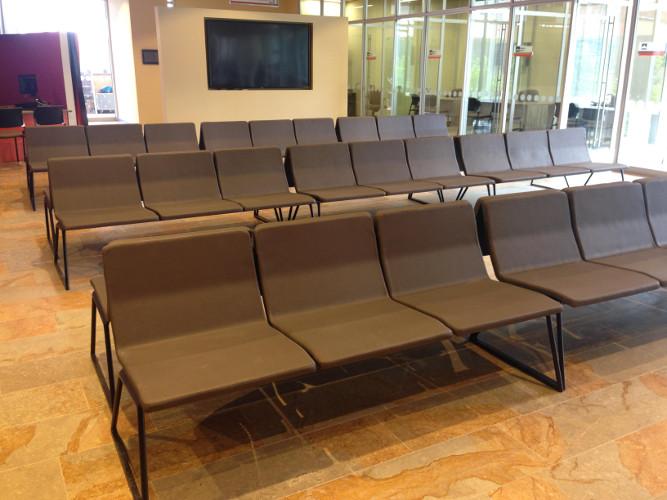 Banco Bildu en las salas de espera de Compensar en Suba