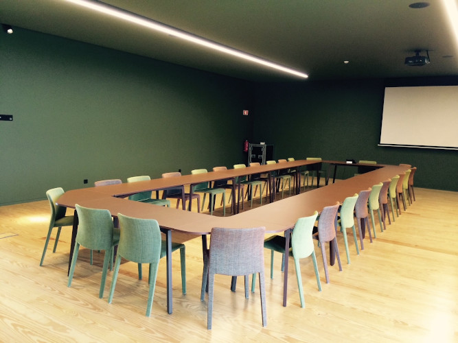Die Mehrzweckräume des hotels Monverde wurden mit dem zerlegbaren und stapelbaren Fast Tisch
